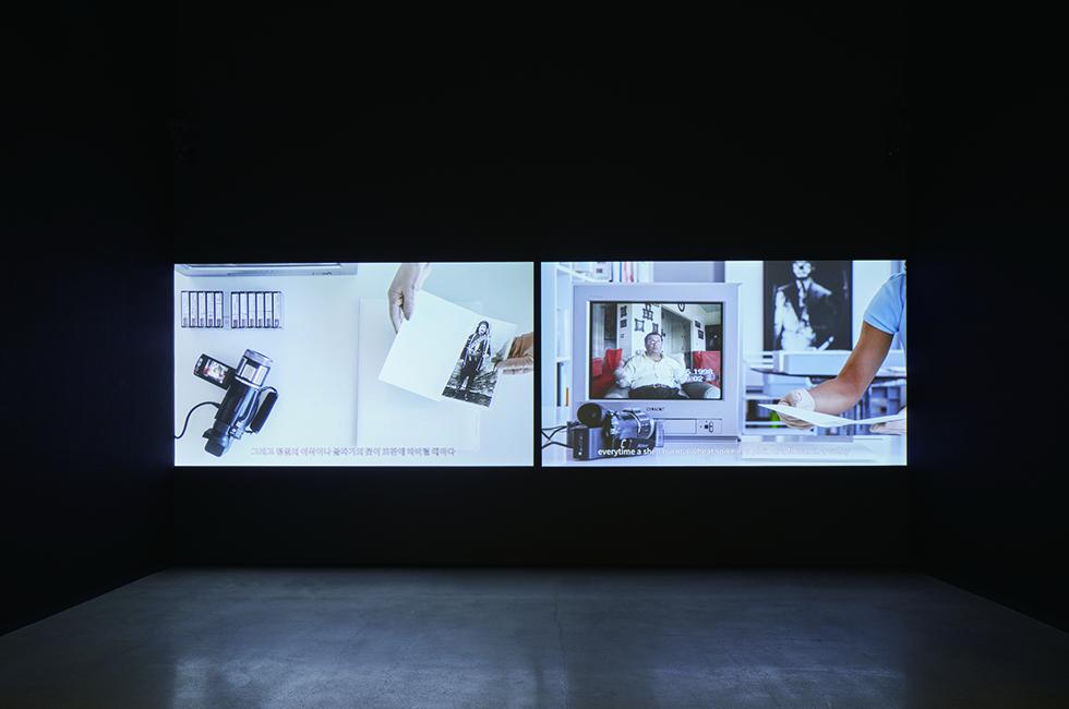 아크람 자타리_사진으로 본 사람들과 현시대(2010), 국립현대미술관